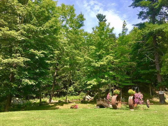 Claverack, Estado de Nueva York: Peaceful area before the green hole