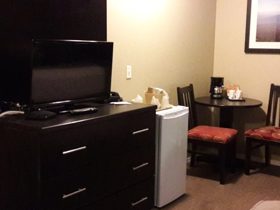 Super 8 West Kelowna BC: A nice little area for snacking or bringing meals to your room