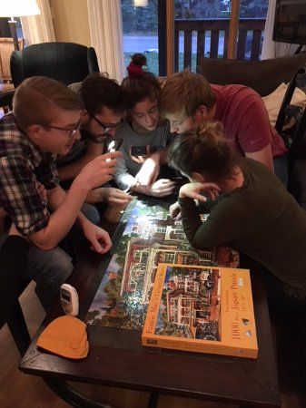 Overlander Mountain Lodge: Working on puzzles in the living room.
