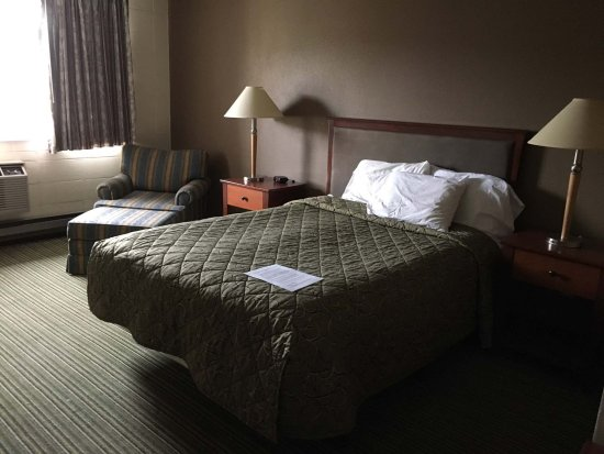 La Grande, OR: The last thing you want to think about when you're in a motel is the people who slept there b4 y