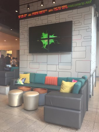 Bolingbrook, IL: Lobby lounge