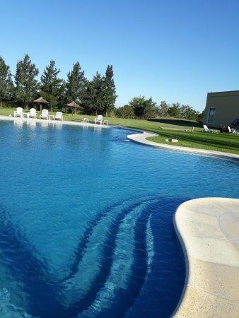 Campana, Argentina: hermosa piscina