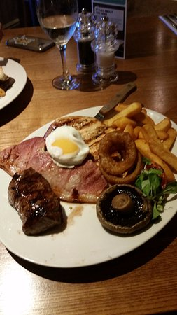 Cramlington, UK: decent mixed grill