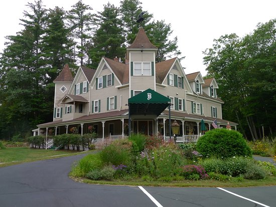 Glen, NH: view from the street