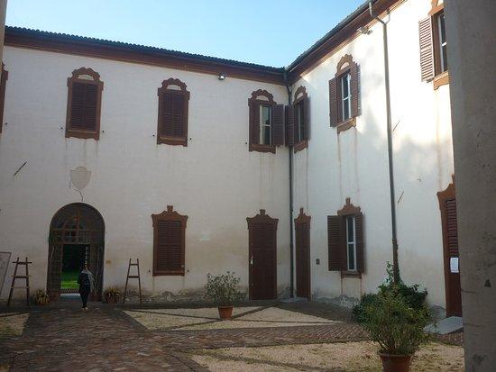 San Cesario sul Panaro, Italy: il cortile interno