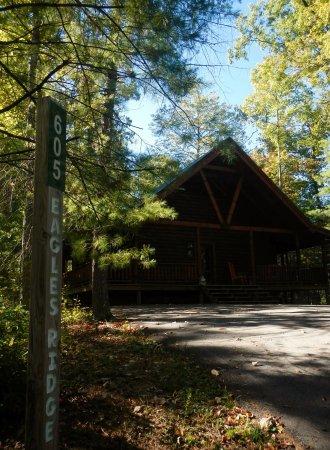 Oneida, TN: Eagle Ridge Cabin 3 BR 2 Bath very spacious