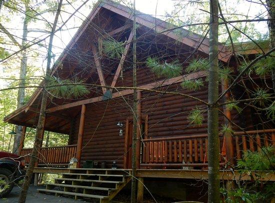 Oneida, TN: Front of Eagle Ridge Cabin