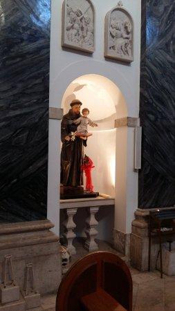 Kastel Luksic, كرواتيا: Inside the church
