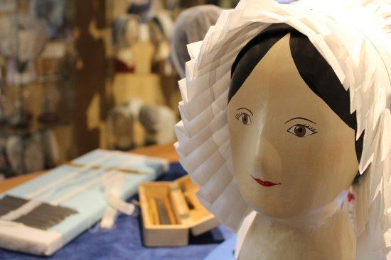 Fresnay-Sur-Sarthe, Francia: Musée de la coiffe - Paillage
