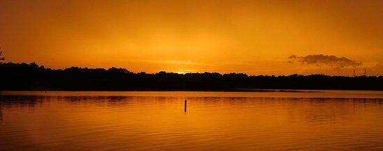 Inn at Pickwick Landing: Sunsetr on Pickwick Lake...