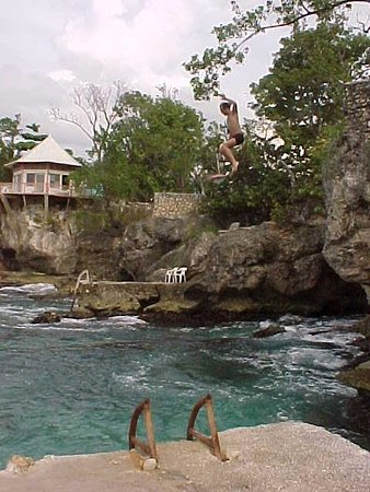 Xtabi Resort: Cliff Jumping... But it is DANGROUS and not safe
