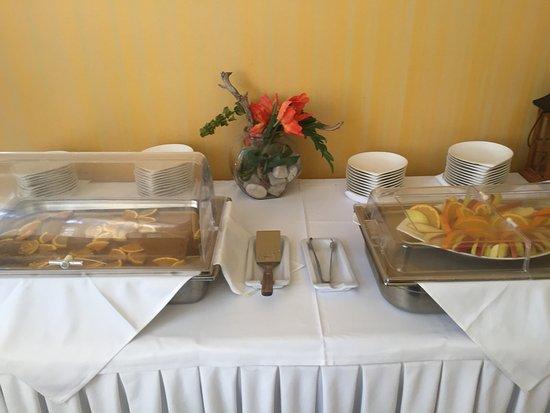 Enodia Hotel: Restaurant area :(