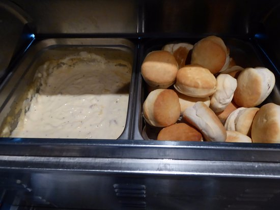 Shilo Inn Suites Hotel - Bend: Gravy and Biscuits