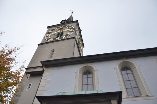 St. Peterskirche: St Peter's clock tower up close