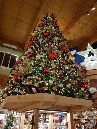 display - Picture of Bronner's Christmas Wonderland, Frankenmuth ...