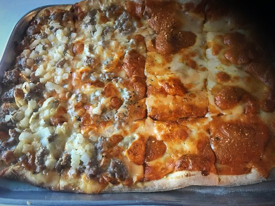 Florissant, MO: half cheese half sausage and onion pizza