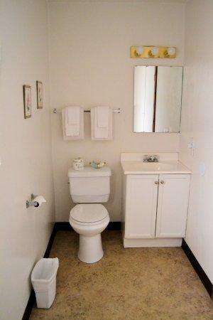 أونتاريو إن: bathroom