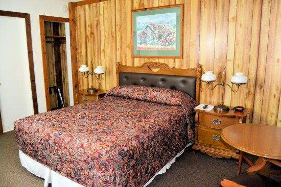 أونتاريو إن: room with one queen bed