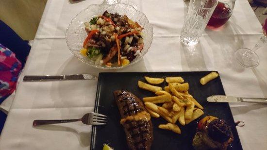 Oniro Restaurant: Warm salad, stuffed beef burger and a pretty good rose