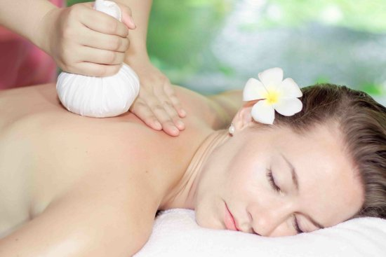 Phan Thiet, Vietnam: Herbal Ball Treatment
