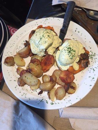 Courtenay, Canadá: Yam Eggs Benedict Yumm