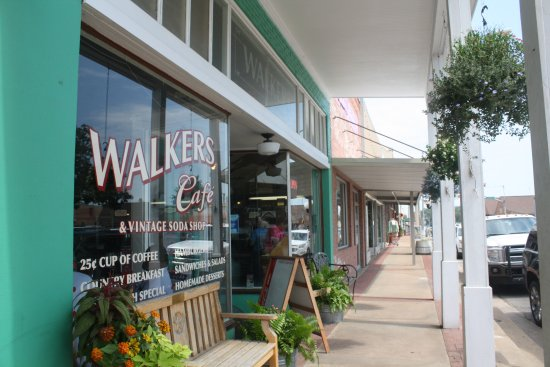 Walker's Cafe: Downtown Madisonville, Texas