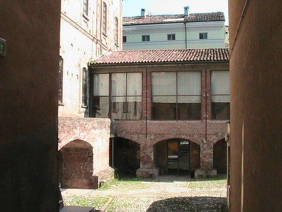 Casalmaggiore - Museo del Bijou, Palazzo dei Barnabiti: ingresso del museo