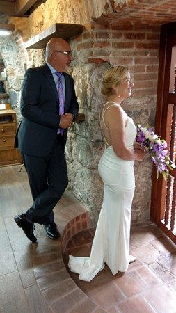 Hotel Museo Spa Casa Santo Domingo: Waiting to make the big entrance into wedding.