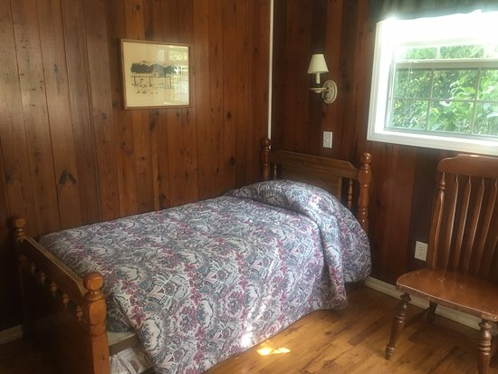 Winslow, AR: Twin bed/trundle -sleeps 2