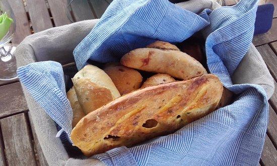 Trebes, Francia: Delicious bread