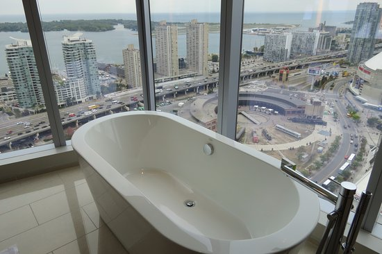 Soaker tub - Picture of Delta Hotels by Marriott Toronto, Toronto ...