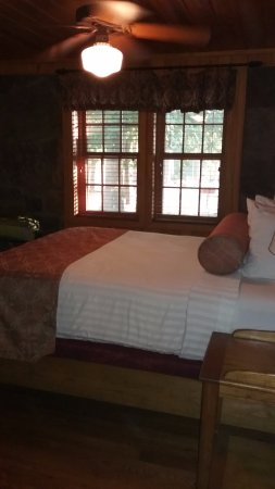 Morrilton, AR: CCC Cabin 1 Bedroom
