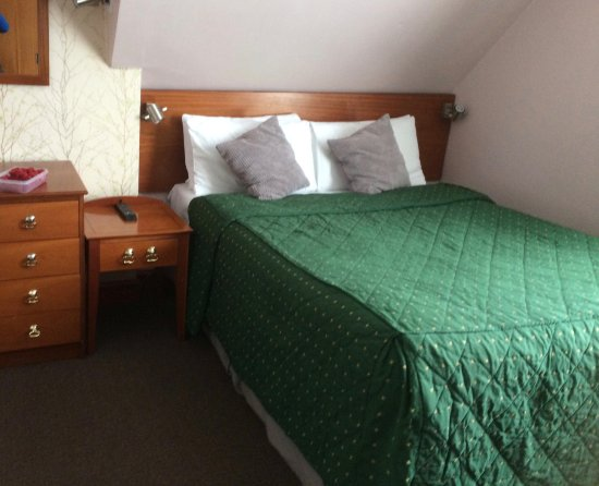 Abbey House Hotel: Top floor double ensuite bedroom with tea/coffee making, hairdryer
