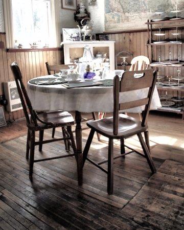 Coe Hill, Canada : A table setting