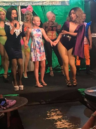 Bali Beach Shack: Grand daughter got to go on stage with them to dance she loved it