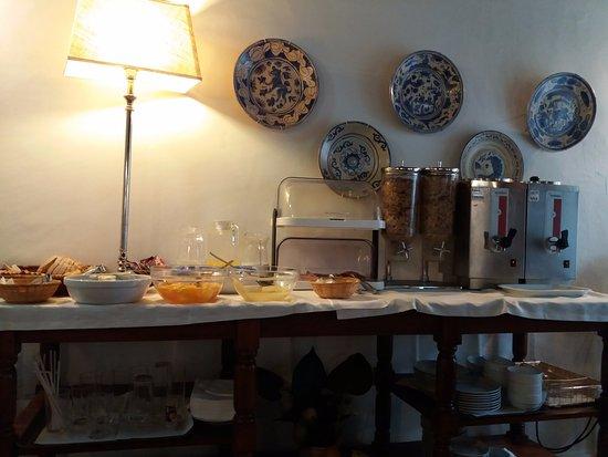Hotel Riviera: Il buffet nella sala della colazione