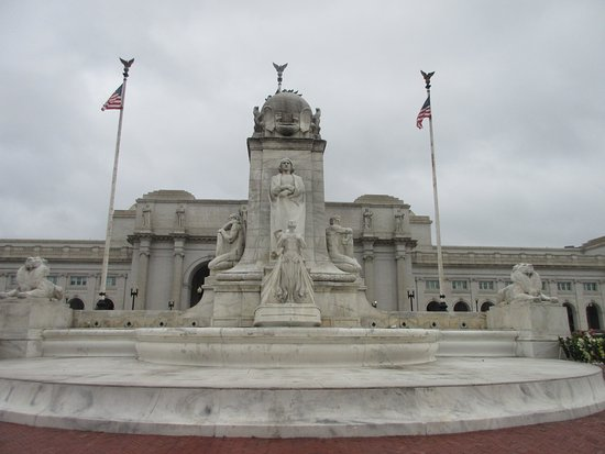 Columbus Memorial Fountain