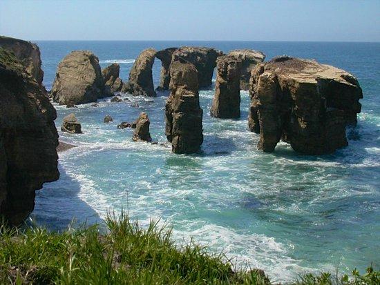 Los Osos, Kalifornien: Sea stacks along the bluff