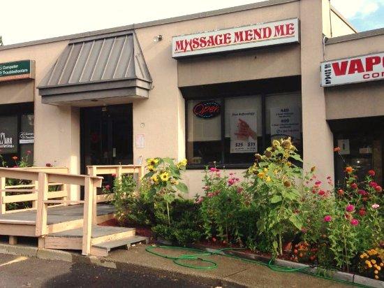 Brookfield, Коннектикут: spa front view