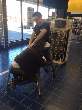 Brookfield, CT: chair massage event at Vitamine shop