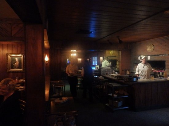 White Stag Inn: Chefs and grill area