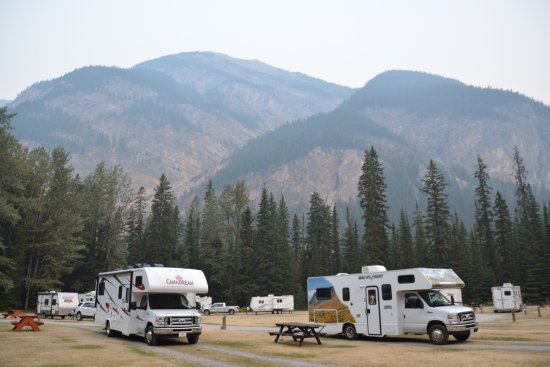Field, Canada: Campground