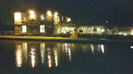 Stoke Bruerne, UK: Navigation lit up at night