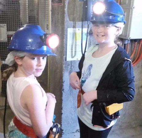 Bendigo, أستراليا: Grand daughters down the mine