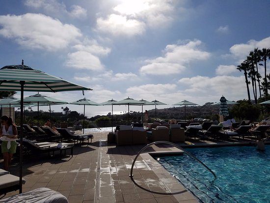 Monarch Beach Resort: Lovely pool and the staff makes sure you're well taken care of.