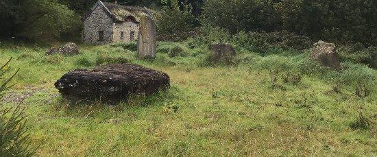 Kinnitty, أيرلندا: Druid Circle and Abandoned Cottage