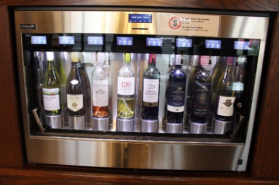Hotel Chateau Laurier: wine machine!
