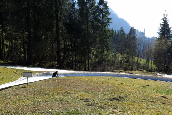 Schwangau, Alemania: the luge track, with castle in the background