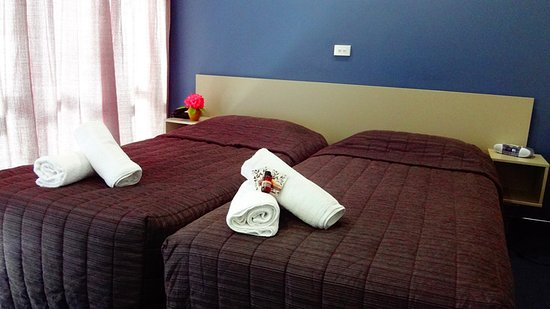 Alpin Motel and Conference Centre: Two Double Single Beds
