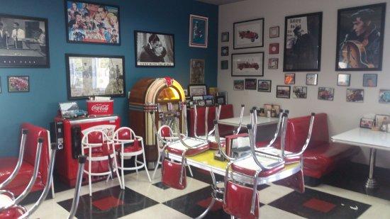 Debby's Diner: Jukebox decor